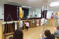 3月14日 人形劇団「ニッキ」の皆さんと一緒に、千葉大医学部付属病院小児科病棟へ行ってきました