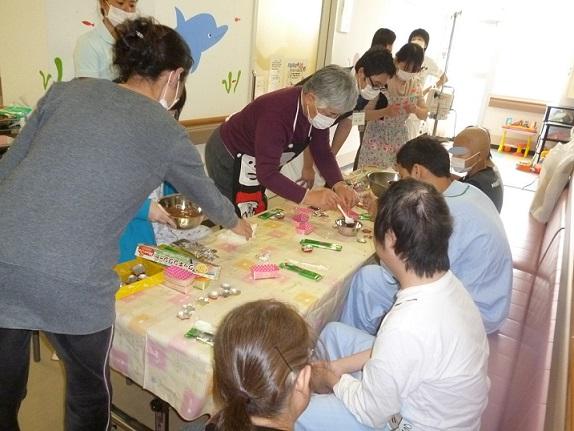 2月9日 成田赤十字病院小児科でチョコレート作り