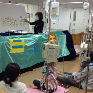 11月25日 千葉大学医学部付属病院小児科での人形劇