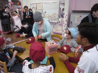 12月15日 こども病院 今江選手の訪問