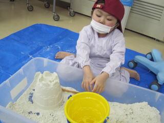 病棟内砂遊び