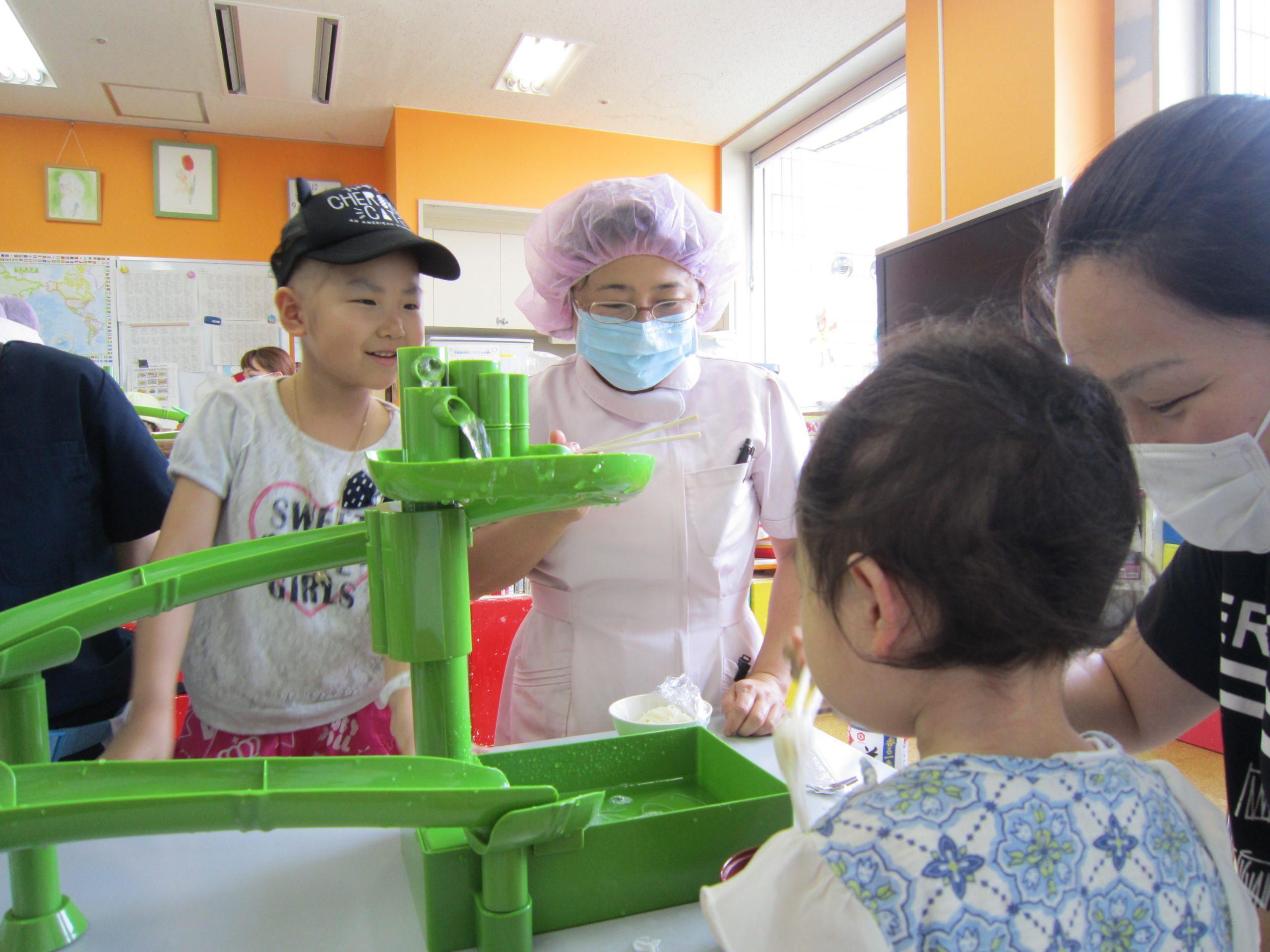 8月14日 千葉県こども病院 流しそうめん